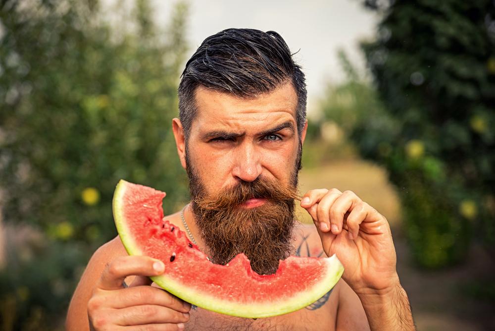 Entenda Como sua Alimentação Influencia no Crescimento da Barba