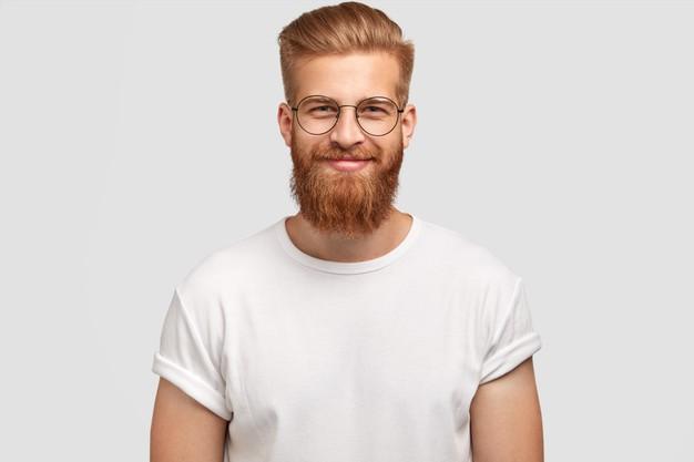 O que fazer para engrossar os pelos da barba fina?