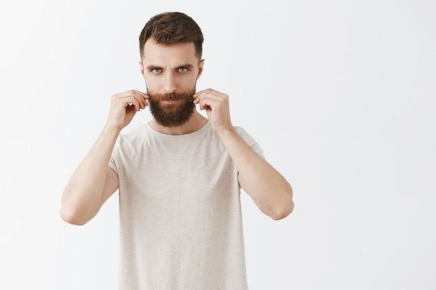 saiba como evitar a caspa na barba